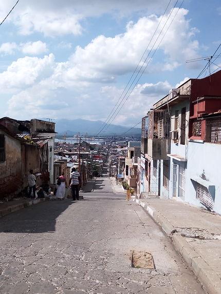 Vue sur la montagne à Santiago de Cuba