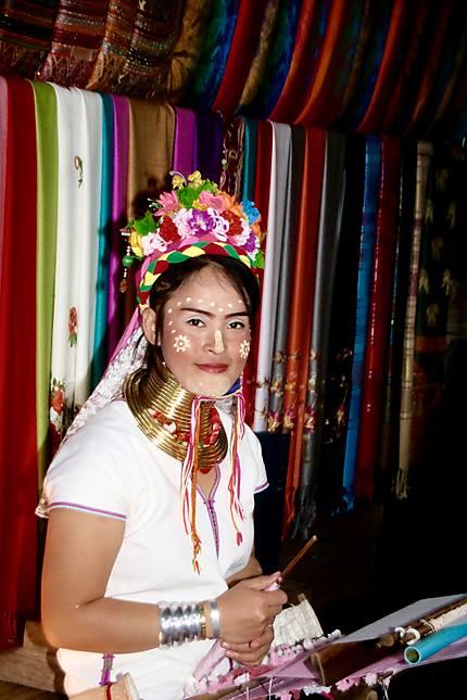 Visite dans un camp de femmes birmanes