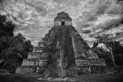 La magie des temples maya du site de Tikal