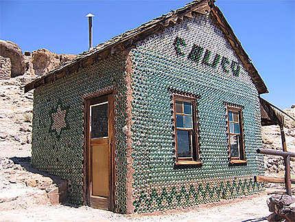 Maison fabriquée avec des bouteilles