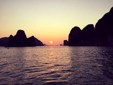 Fin de journée sur la Baie de Ha Long