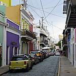 Rue colorée du centre-ville de San Juan