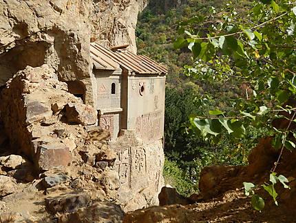 Entrée des grottes adjacentes au monastère
