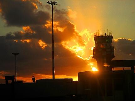 Coucher du soleil sur l'aéroport de Palerme