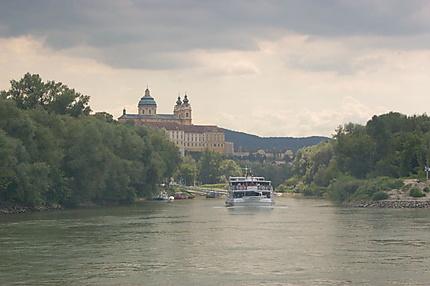 L'abbaye de Melk vue du Danube