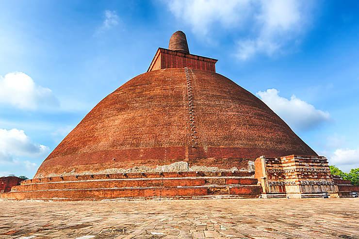 Anurâdhapura : 14 siècles d'histoire et de croyances
