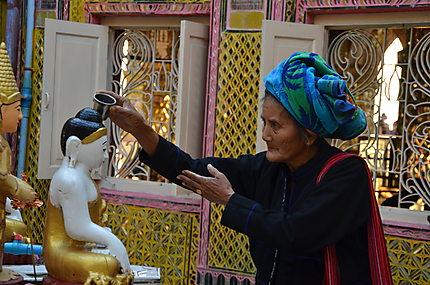 A la Sutaungpyai Pagoda