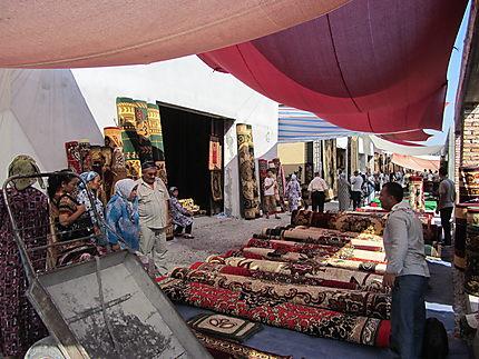 Tapis au marché de Marguilan