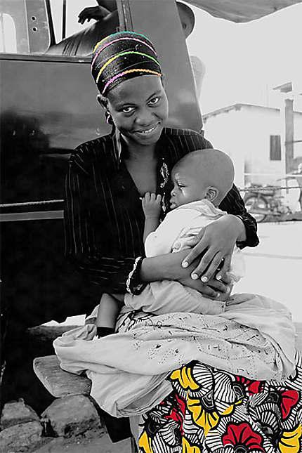 Femme à la gare routière de Lomé