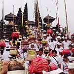 Cérémonie au temple de Besakih