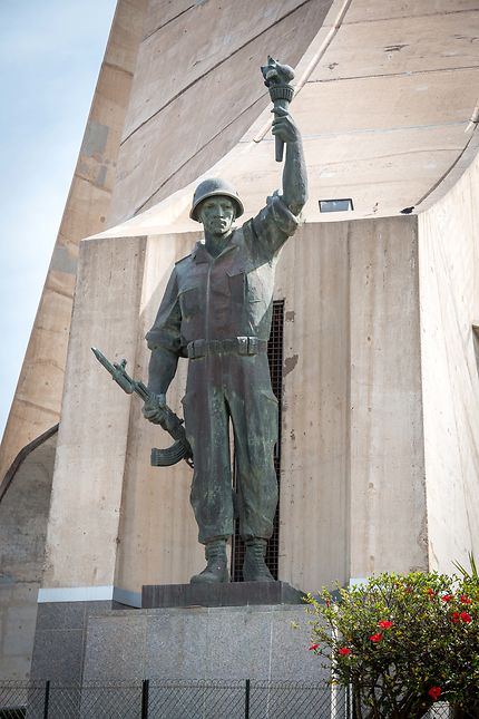 Alger - Maqam Echahid - Le soldat