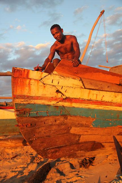 Remise en état d'un bateau de pêche