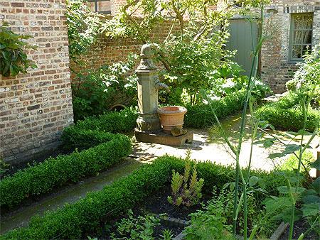 Jardin aromatique au centre du b guinage diest brabant for Au petit jardin proven
