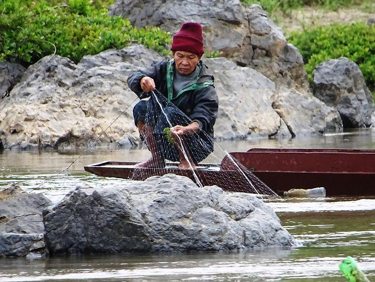 Les pêcheurs, les villages et les orpailleuses du Mékong