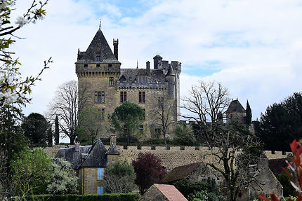 Dominant la Dordogne, le château de Montfort