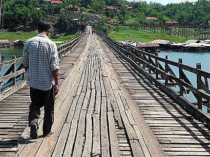 Le plus long pont de bois au Monde en Isan Est de la Thailande