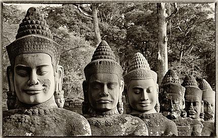 Alignement Angkor Thom Porte Sud