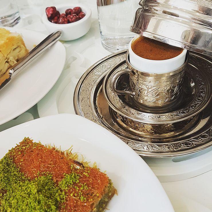 Pause café à Izmir, Turquie