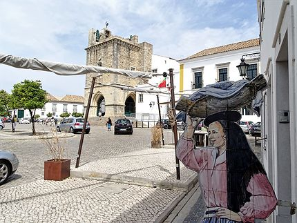 Place de la Cathédrale dans la ville historique