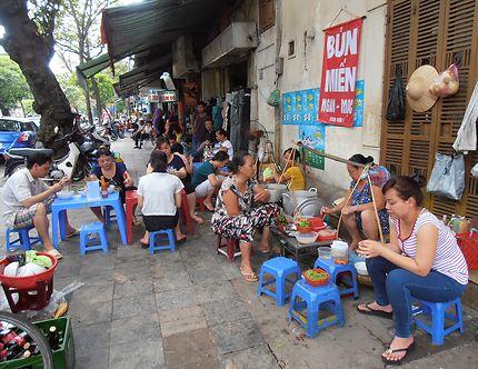 Cuisine de rue à Hanoï