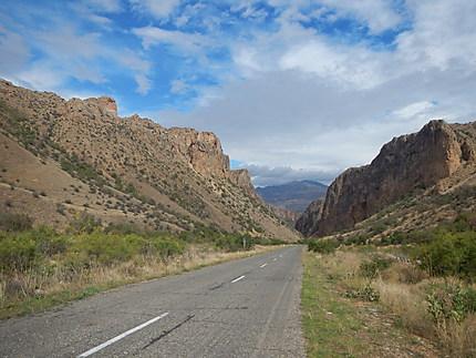 Sur la route du monastère