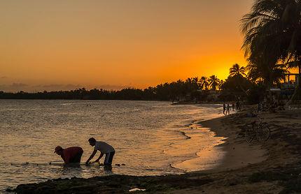 Pêcheurs à Playa Larga