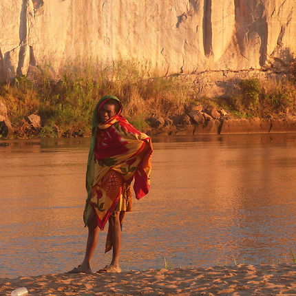 Sur les berges de la Tsiribihina