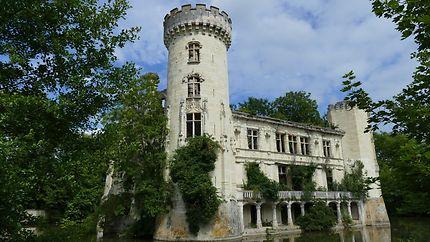 Façade du chateau de la Mothe-Chandeniers