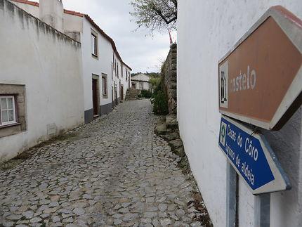 Une rue du village de Freixinho