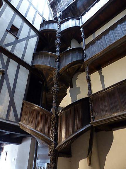 L'escalier de la maison dite de La Duchesse Anne