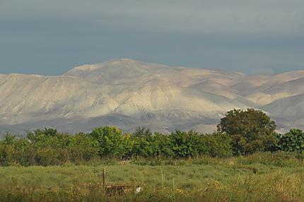 Massif à l'est du village d'Ararat