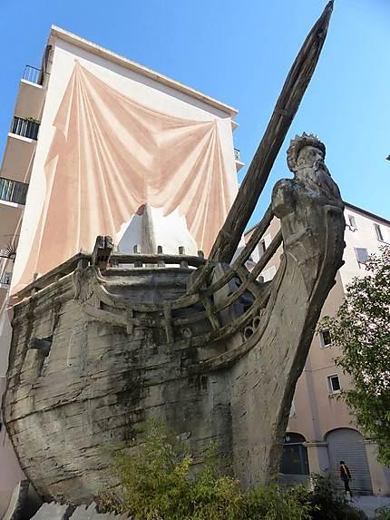Toulon sculpture d'un bateau