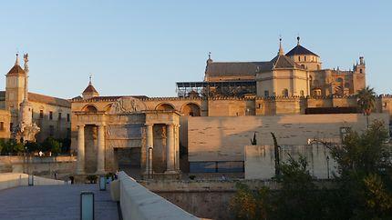 Porte romaine et mosquée-cathédrale