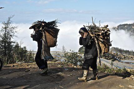 Sur une route de montagne dans le Yunnan en Chine