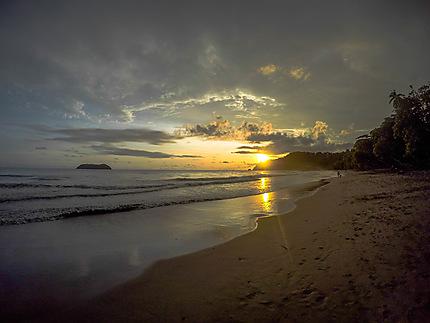 Coucher de soleil sur la plage Manuel Antonio