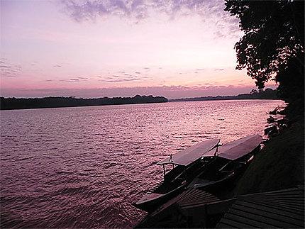 Crépuscule sur les rives du Rio Marde