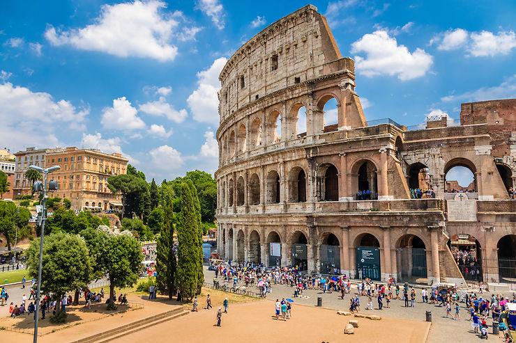 Jouer au gladiateur dans le Colisée (photo)