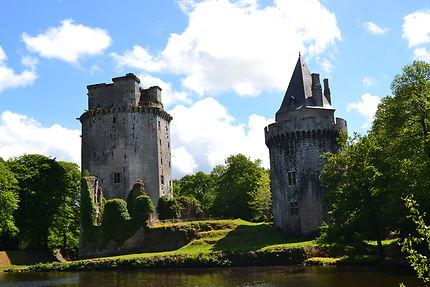 La forteresse de Largouët sous le soleil