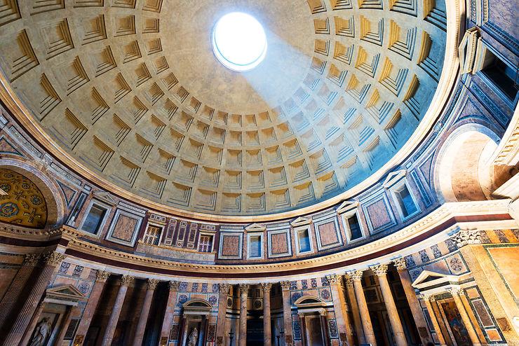 Lever les yeux au ciel sous la coupole du Panthéon…