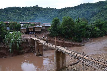 Village Akhas au coeur de la forêt laotienne