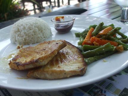 Petit plat de poisson grillé et son riz
