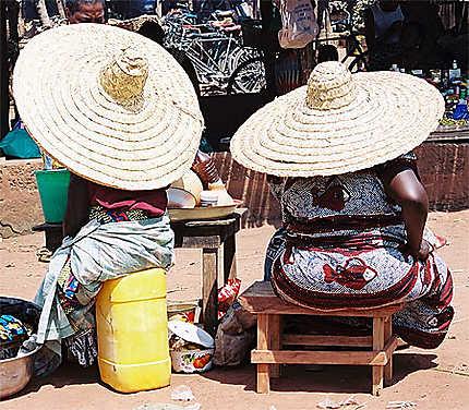 Duo de chapeux à Abomey