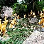 10000 Buddahs temple