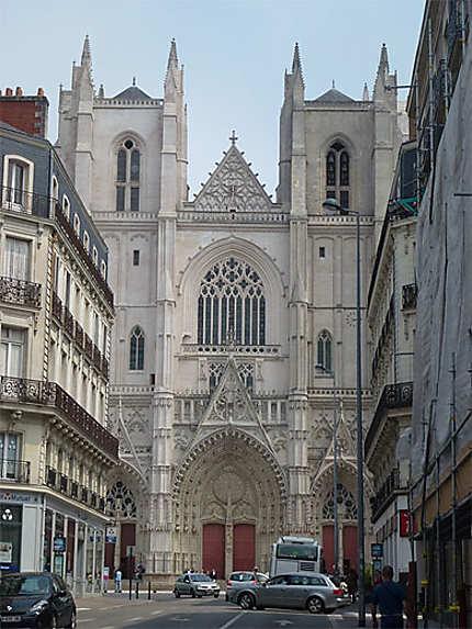 La belle cathédrale Saint Pierre et Saint Paul