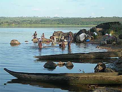 Baignade et lessive au fleuve