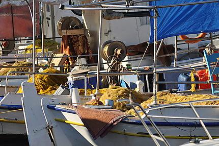 Bateaux de pêche dans le port vénitien