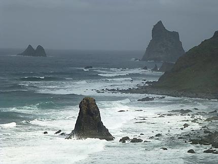 Pointe sous la brume à Roques de Anaga