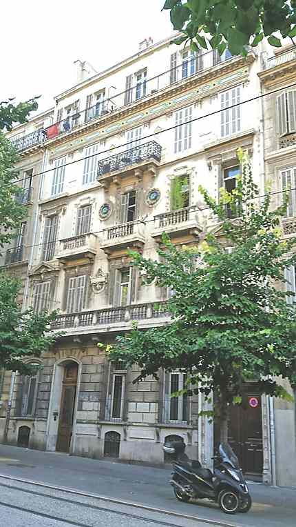 Bel immeuble XIX° au Bd Longchamp
