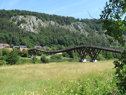Un pont qui fait des vagues!!! C'est sur le Danube