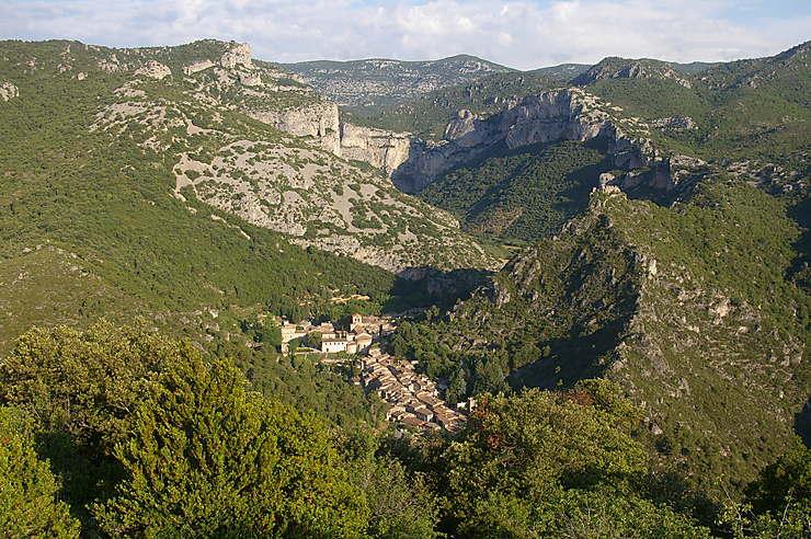 Saint-Guilhem-le-Désert – Gorges de l'Hérault et Cirque de Navacelles (Hérault)